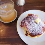 ククリ - リコッタチーズパンケーキと自家製ジンジャーエール