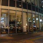 ピッツァ サルヴァトーレ クオモ 梅田 アンド ザ バー - 閉店間際までずっと混雑する人気店である