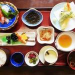 加里部亭 - 私が頂いた「和膳」1,280円(外税)です。火・水は、サービスで1,000円(税別)でランチが頂けます。平日にランチを頂くと ドリンク or デザートが付きます。