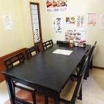 加里部亭 - 本日 案内された6人掛けのテーブル席のある個室です。