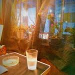 喫茶 万果園 - 外側のテーブル席