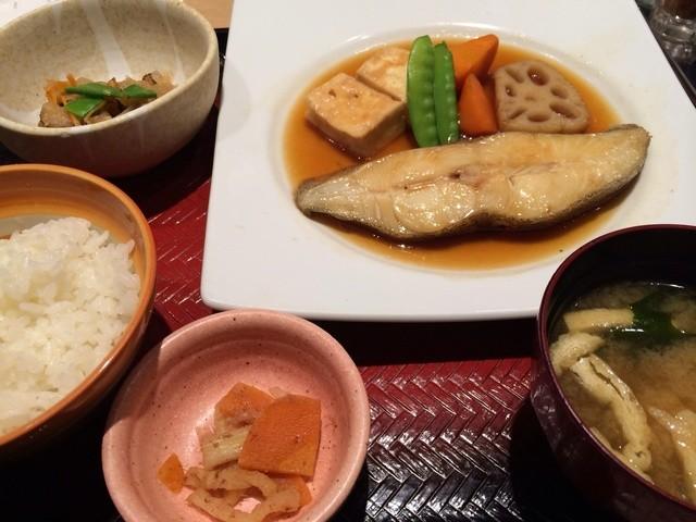 大戸屋 横浜ジョイナス店 - カラスガレイの煮付け定食 988円
