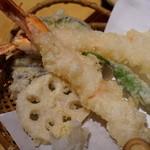 高田屋 - 海老天せいろにはおっきな海老が2尾ついてきます
