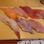 39161860 - おまかせ食べ放題1。サーモン、びんとろ、まぐろ、中トロ、鯛、地魚など