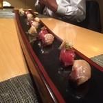 濤﨑 - ○鰹のヅケ様&鰆の炙り様、4人前ドーンとめっちゃ長い皿に出てきました(笑)