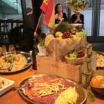SPAIN BAR&CAFE Esperanza - 大皿料理も。