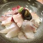 割烹 あたか  - 料理写真:能登丼はのどぐろ、サザエ、鯨入りで10種類以上