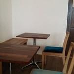 椅子の座面の色がカラフルでオシャレ