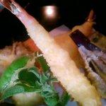 3917868 - 天ぷら…グリーンの野菜はなんだかわかりませんでしたが柔らかくて美味しかったです☆
