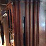 風凛 - カフェへの通路の蔵造りの厚い扉