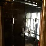 風凛 - 二階の蔵造りのカフェとの扉
