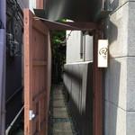 39174827 - 蔵造りの街並みからの入口