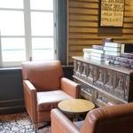 スターバックス・コーヒー - 革のソファ 2F