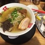 三楠 - 魚介塩ラーメン(630円)+唐揚げ(100円)