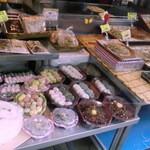 39178367 - 韓国のおもちも並んでます トッポギからキンパプにチジミ にチャプチェ