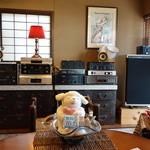39178866 - JBLの往年のモニタースピーカー4331や4343がマッキントッシュのアンプで素晴らしい音で鳴っていました