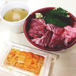 海の幸 翔 - ウニとカツオ(かな?)のランチ丼