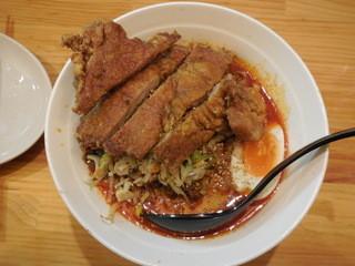 かつぎや - 排骨のせ坦々麺