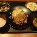 草津酒場 見聞録 - 生姜焼き定食700円、ご飯、味噌汁、おばんざい食べ放題付き