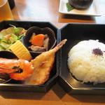 門司港グルメ海門 - 私の頼んだ二段弁当は1080円。