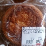 いなげや - H.27.6.18(木)買いにいった時は店頭に無かった【ベイクドチーズデニッシュ】!翌19日に初めて発見し早速購入♪