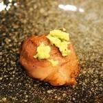 馬肉ダイニングポニーテイル - ダイスカットステーキは山葵をたっぷり乗せて食べる