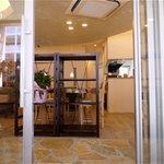 スローフード茶房 wasabi - 清潔感ある店内