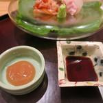 日本料理 太月 - 27年6月 お造りの薬味 梅肉・醤油