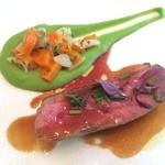39190927 - 本日の肉料理はシャラン鴨。芳醇な香りが実に素晴らしい。グリンピースのソースとの相性も抜群です。