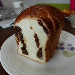 手作りパン工房 コネルヤ - レーズンパン(160円)