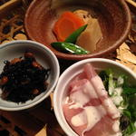 三福 - かご盛(ひじき煮、生ハムサラダ、炊き合わせ)