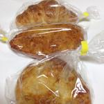 パティスリー ララ - クロワッサン、カレーパン、オニオンチーズ
