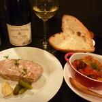 ルセルクル - 白ボトル、パン、お肉のテリーヌ、ラタトゥイユ