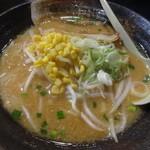 魚沼らーめん 雁舎 - 味噌ラーメン[米粉麺]¥780♪お店1番人気だそうです(^O^)