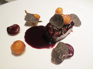 ピエール・ガニェール - 極上霜降り黒毛和牛フィレ肉 アメリカンチェリーの香るボルドレーズソース