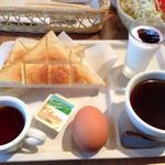 ポンタ・デ・ゴンタ - 豆の木のストレートとゆで玉子セット、小さなカップは豆の木のブレンドをサービスでもらっちゃった。(味比べの為)