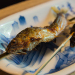 菊乃井 - 4-2)鮎の塩焼き 串がすっと取れます。