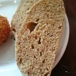 個室イタリアン×創作バル くらうど - 玄米とヨーグルトのパン、美味!