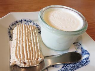 橙 - オプションでアイスクリームを注文しました。 福岡市中央区白金にあるアイスクリーム専門店アセットさんのものだそうです。 フレーバーも選べますよ。