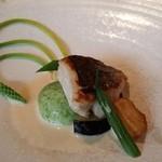 39205545 - スズキのソテー生姜ソース、奥の野菜はアスパラソバージュ(野生のアスパラだとか)