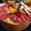 桒はら - 料理写真:シェフのおまかせ盛り 木の丸太でダイナミック‼️黒毛和牛、ブランド豚(忘れた)、羊。