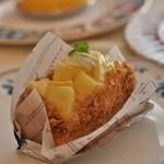 レーブ・ド・ベベ - タルト生地でも美味しく上はパイナップル