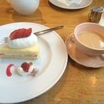 パディントン - 料理写真:ショートケーキとホットティー