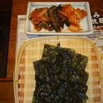 炭火焼肉 いろり - キムチと韓国海苔