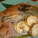 炭火焼肉 いろり - エビ、イカとホタテ