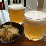 西荻ビール工房 - 地ビール、自家製ホワイトと自家製ペールエール。どちらも美味しい一杯で、レベルが高いです。