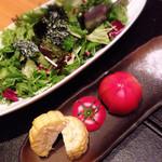 燦糺 - チョレギサラダにフルーツトマトに生トウモロコシ