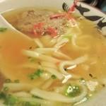 ガチマイシーサー - スープは福岡のトンコツとは和風出汁の様な独特のスープ、そして何より豚肉に味が良く浸みててバリウマです。