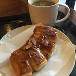 スターバックス・コーヒー - 本日のコーヒー(280円)とリコッタ&ハニー(240円)