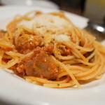 サボ - 自家製ソーセージのスパゲティトマトソース